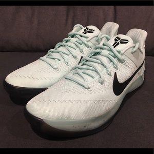 Nike Kobe AD Bryant Men Basketball Size 13.5 Igloo